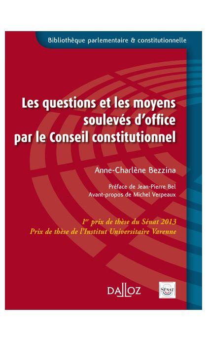 Les questions et les moyens soulevés d'office par le Conseil constitutionnel